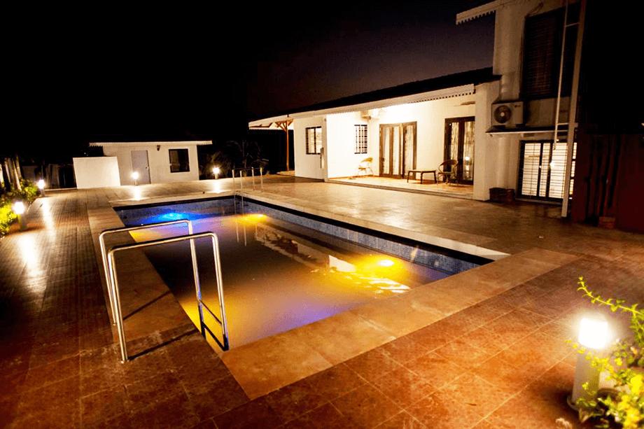 4 Bedroom Farmhouse With Pool In Nashik