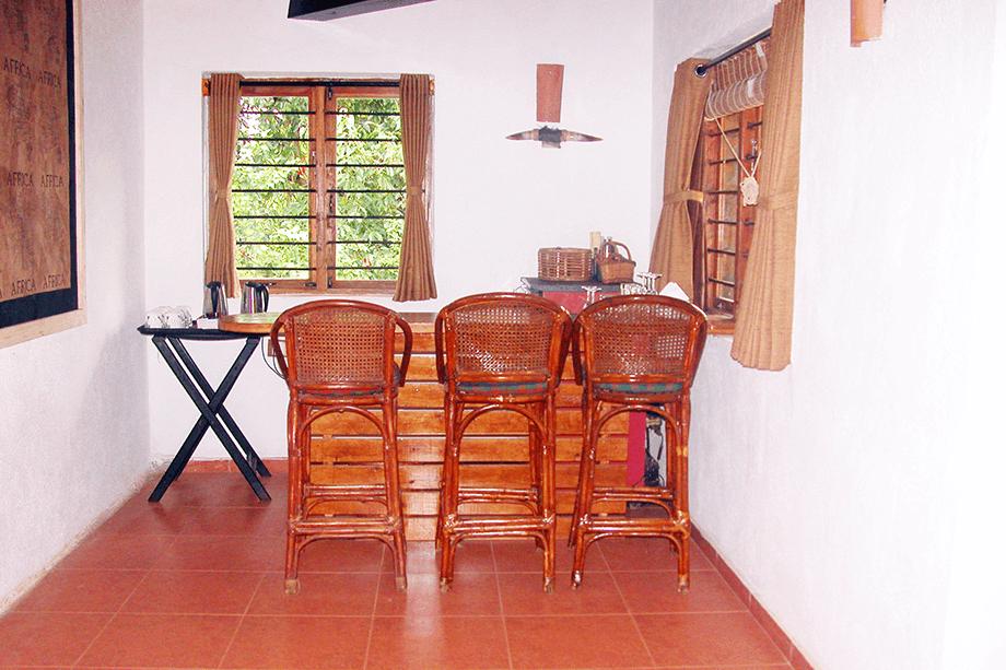 lake-view-villa-bar