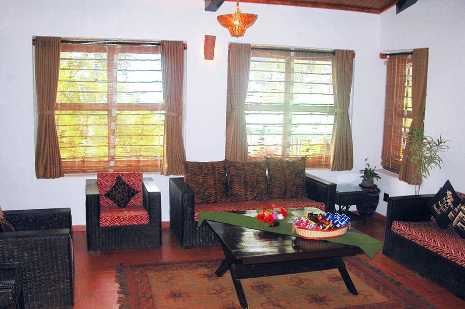 lake-view-villa-living-room-2