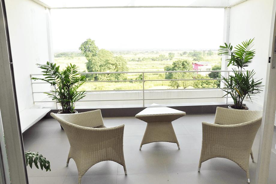 livingroombalconyviewback