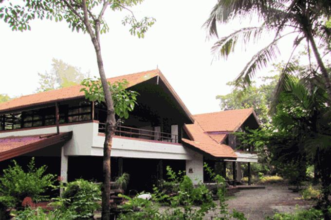 Spacious Villa in an Estate