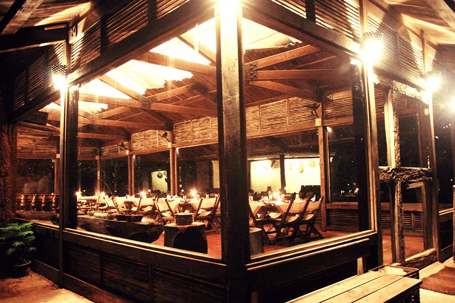 restaurant-at-night
